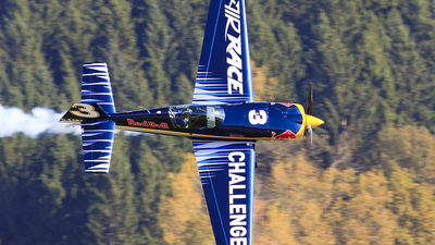 D-EARZ - Extra 300LC - Red Bull Racing Team