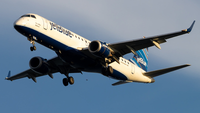 A picture of N374JB - Embraer E190AR - JetBlue Airways - © Marty B