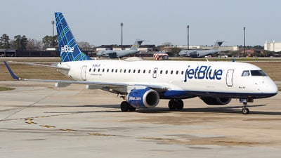 A picture of N198JB - Embraer E190AR - JetBlue Airways - © CHS Spotting