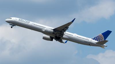 N78866 - Boeing 757-33N - United Airlines
