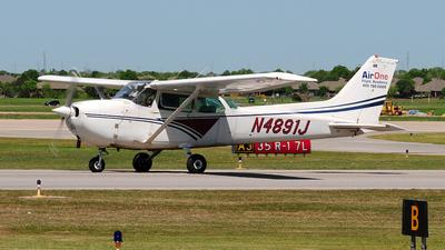 A picture of N4891J - Cessna 172N Skyhawk - [17273691] - © Nick Michaud