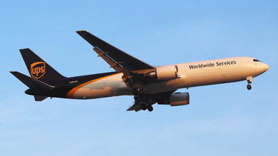 A picture of N365UP - Boeing 767300F(ER) - UPS - © Alexander Takata Yamasaki 777