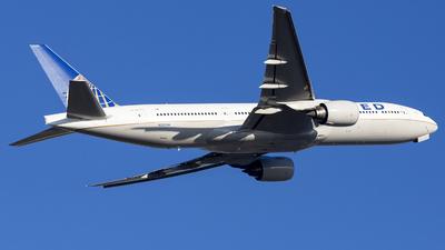 N220UA - Boeing 777-222(ER) - United Airlines