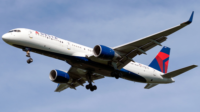 N6707A - Boeing 757-232 - Delta Air Lines