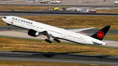 A picture of CFIUR - Boeing 777333(ER) - Air Canada - © Daniel Klein