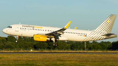 EC-MKM - Airbus A320-232 - Vueling Airlines