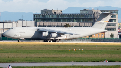 87-0037 - Lockheed C-5M Super Galaxy - United States - US Air Force (USAF)