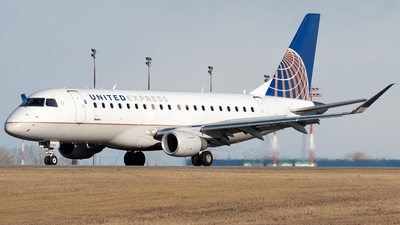 A picture of N150SY - Embraer E175LR - United Airlines - © Mike MacKinnon