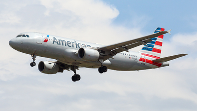 A picture of N111US - Airbus A320214 - American Airlines - © Alexis Navarro