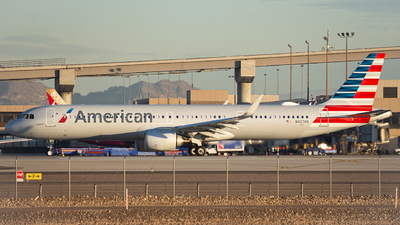 A picture of N427AN - Airbus A321253NX - American Airlines - © Alexander Owen