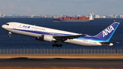 A picture of JA8971 - Boeing 767381(ER) - [27942] - © kazuya_t