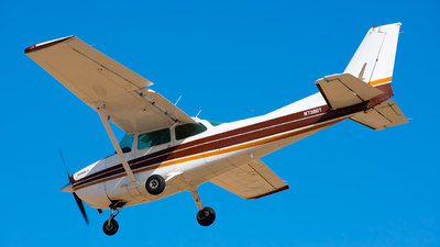 A picture of N739DT - Cessna 172N Skyhawk - [17270467] - © Taylor Kim