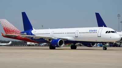 UR-CRI - Airbus A321-211 - Alanna