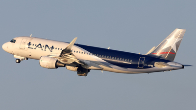 A picture of CCBFM - Airbus A320214 - LATAM Airlines - © Juan Manuel Temoche - SPJC Spotter