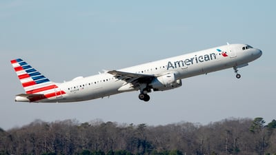A picture of N545UW - Airbus A321231 - American Airlines - © Yan777