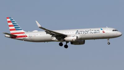 A picture of N131NN - Airbus A321231 - American Airlines - © Felipe Garcia