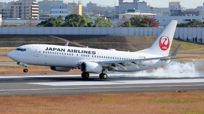 A picture of JA348J - Boeing 737846 - Japan Airlines - © Tokubee
