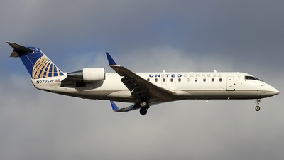 A picture of N979SW - Mitsubishi CRJ200LR - United Airlines - © Philipp Schuetz