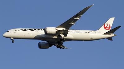 A picture of JA867J - Boeing 7879 Dreamliner - Japan Airlines - © wangpaul