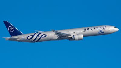 A picture of PHBVD - Boeing 777306(ER) - KLM - © Ricardo de Vries