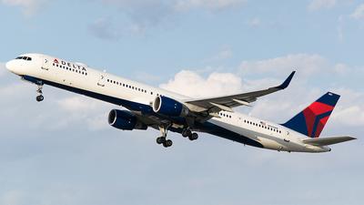 N585NW - Boeing 757-351 - Delta Air Lines