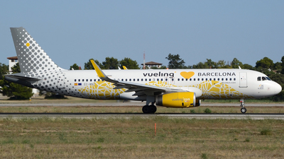 EC-MNZ - Airbus A320-232 - Vueling Airlines