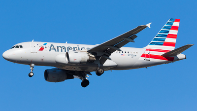 A picture of N725UW - Airbus A319112 - American Airlines - © Martin Rogosz