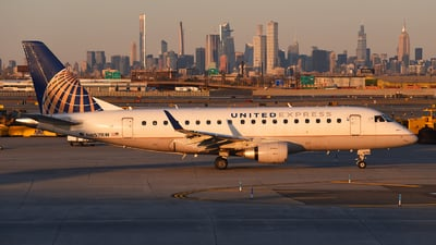 A picture of N857RW - Embraer E170SE - United Airlines - © Rocky Wang