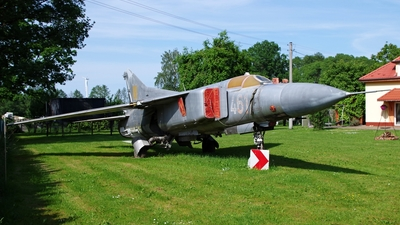 461 - Mikoyan-Gurevich MiG-23MF Flogger B - Poland - Air Force
