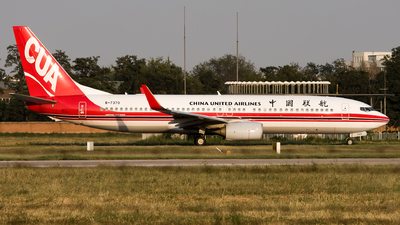 A picture of B7370 - Boeing 73789P - China United Airlines - © Song Yingqi