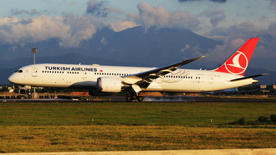A picture of TCLLE - Boeing 7879 Dreamliner - Turkish Airlines - © mobfeng