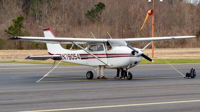 A picture of N79054 - Cessna 172K Skyhawk - [17257846] - © Oliver Richter