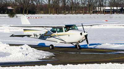 A picture of PHJBG - Cessna F172P Skyhawk - [02072] - © C. v. Grinsven