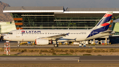 A picture of LVBSJ - Airbus A320233 - LATAM Airlines - © Carlos P. Valle C.