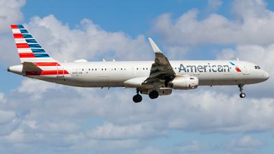 A picture of N987AM - Airbus A321231 - American Airlines - © Abreu Mubarac
