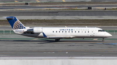 A picture of N930SW - Mitsubishi CRJ200LR - United Airlines - © David Lee