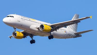 EC-LLJ - Airbus A320-216 - Vueling Airlines