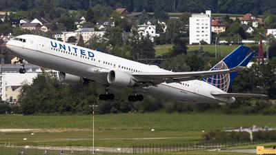 N675UA - Boeing 767-322(ER) - United Airlines