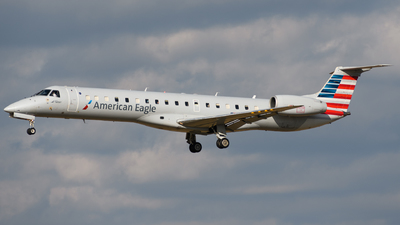 A picture of N652RS - Embraer ERJ145LR - American Airlines - © Chris Popovich