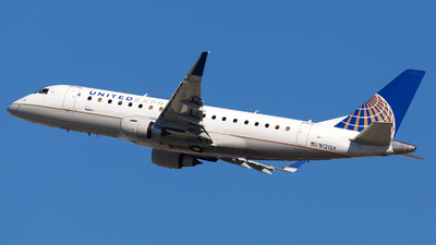 A picture of N121SY - Embraer E175LR - United Airlines - © James Rowson