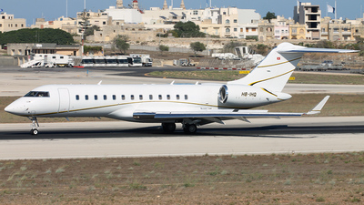 A picture of HBIHQ - Bombardier Global Express - [9011] - © Daniel Nicholson