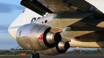 VH-EBT - Boeing 747-338 - Qantas
