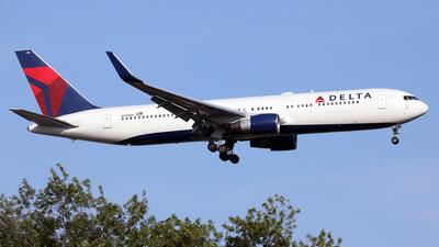 A picture of N179DN - Boeing 767332(ER) - Delta Air Lines - © Len Schwartz