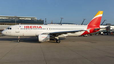 A picture of ECIZH - Airbus A320214 - Iberia - © Sascha Neuffer