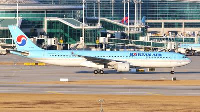 A picture of HL7540 - Airbus A330322 - Korean Air - © REDSOX