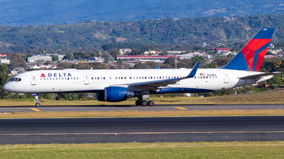A picture of N690DL - Boeing 757232 - Delta Air Lines - © Alonso Cisneros