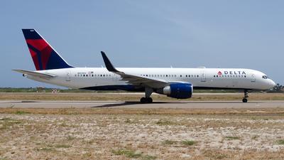 N823DX - Boeing 757-26D - Delta Air Lines