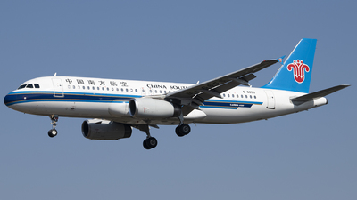 A picture of B6655 - Airbus A320232 - China Southern Airlines - © Tom Cheng