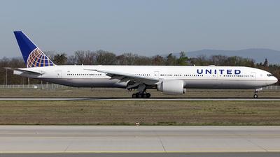 N2142U - Boeing 777-322ER - United Airlines