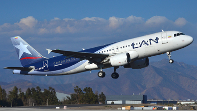 A picture of CCBAW - Airbus A320214 - LATAM Airlines - © Maurice Becker